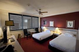 92671_002_Guestroom