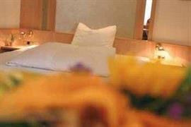 95345_002_Guestroom
