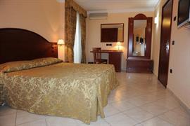 98339_001_Guestroom