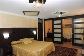 98339_002_Guestroom