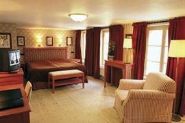 88144_002_Guestroom