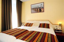 93671_005_Guestroom