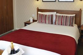 hotel-royale-bedrooms-07-83884-OP