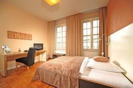 95318_006_Guestroom