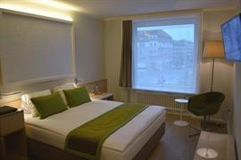 94232_005_Guestroom