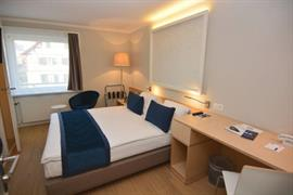 94232_007_Guestroom