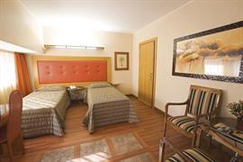 98332_006_Guestroom