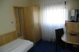 95344_004_Guestroom