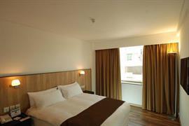 99804_006_Guestroom