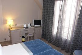 93503_005_Guestroom