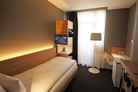 94091_004_Guestroom