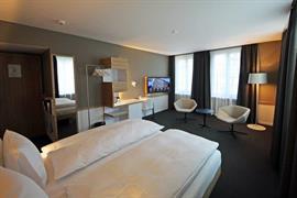 94091_005_Guestroom