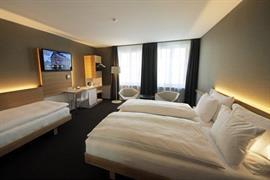 94091_006_Guestroom