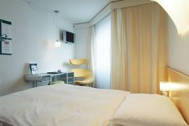 94230_002_Guestroom