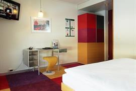 94230_003_Guestroom
