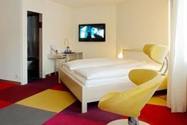 94230_007_Guestroom