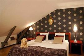 88157_002_Guestroom