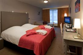 92627_006_Guestroom