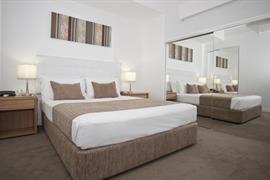 97440_006_Guestroom
