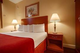 33141_005_Guestroom