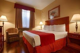 33141_006_Guestroom
