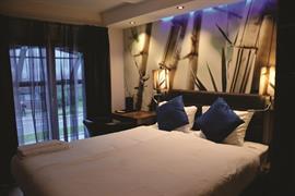 73103_001_Guestroom