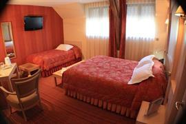 93668_005_Guestroom