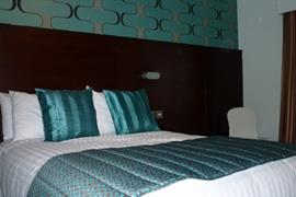 lancashire-manor-hotel-bedrooms-02-83923