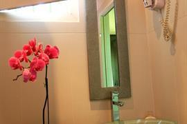93594_004_Guestroom