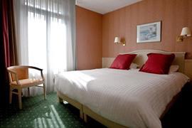 93675_002_Guestroom