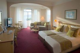 93514_004_Guestroom