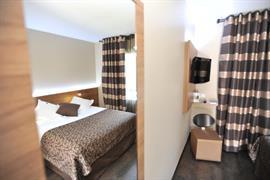 93472_003_Guestroom