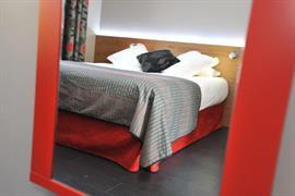 93472_005_Guestroom