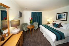 llyndir-hall-hotel-bedrooms-15-83863