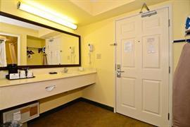 18103_007_Guestroom