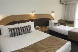 90971_007_Guestroom
