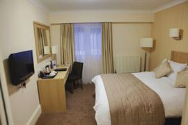 manor-hotel-bedrooms-11-83642