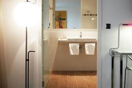 93616_005_Guestroom