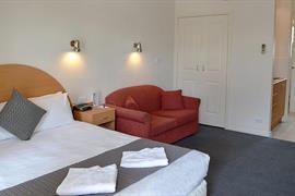 97322_002_Guestroom