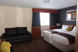 milton-keynes-hotel-bedrooms-01-83989