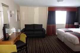 milton-keynes-hotel-bedrooms-02-83989