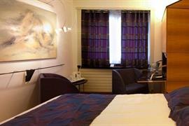 93366_003_Guestroom