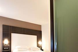 93366_005_Guestroom