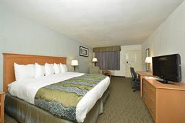 44492_005_Guestroom