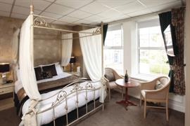 new-kent-hotel-bedrooms-07-83326