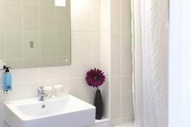 new-kent-hotel-bedrooms-11-83326-OP