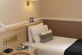 new-kent-hotel-bedrooms-28-83326-OP
