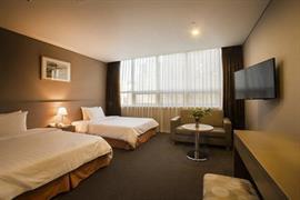 99504_006_Guestroom