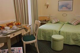 93547_005_Guestroom