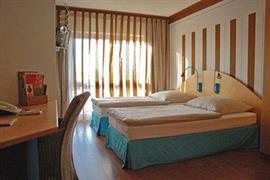 95415_002_Guestroom